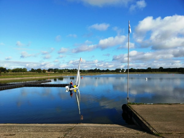 Sail boat on Grimsbury Reservoir - Oxon bloggers